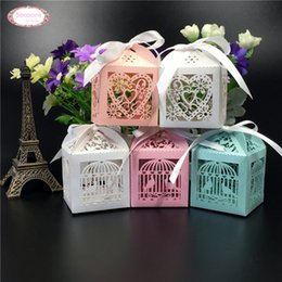 Conception De Boîtes À Coupe Laser Pas Cher-Grossiste-50pcs Mult Designs Laser Découper Chocolat Candy Box Emballage Favors Décoration Love Heart Bird Cage Bridge Groom Cadeaux