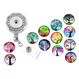 Badges Rétractables Pas Cher-Retractable Badge Reel Clip On Card Holder avec 12pcs Life of Tree Boutons de bricolage Boutons Charms Nom Tag Holder Broche N156S