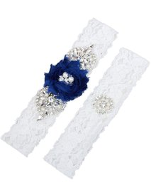 Barato Conjuntos De Meia-roupa-2 Pieces Set Lace Wedding Brick Garter Set Pérolas Handmade Royal Blue Chifon Flower Rhinestones Vintage Prom Gift 2017 Cheap In Stock