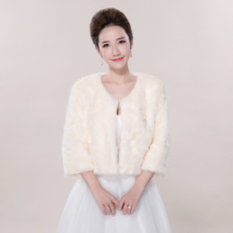 Barato Xaleias De Vestido De Noiva De Inverno-Em estoque 3/4 Sleeve Faux Fur Champagne Wedding Jacket Winter Warm Bridal Bolero Wedding Shawl Bridal Wraps For Prom Dresses