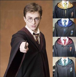 Barato Harry Potter Cosplay Adultos-Harry Potter Robe Cloak Cape Cosplay Costume Crianças Adulto Harry Potter Robe Cloak Gryffindor Slytherin Ravenclaw Casaco Robe KKA2442