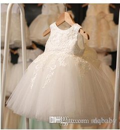 Robe De Vetement Blanc Pas Cher-Elegant White Cupcake Toddler Pageant Robes Halter perlé Princesse Robe Première communion Holy Short Girl Girl Girl Dress Wedding Party