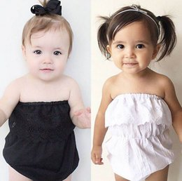 Barato Macacões Pretos-Ins 2017 Summer New Baby Girl Bodysuits Lace Collar sem mangas White Black Solid Overalls Toddler Clothing 0-3Y 1629