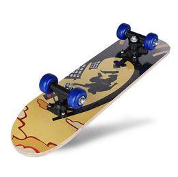 Enfant faisant de la planche à roulettes un double planche à roulettes en érable de qualité supérieure en bois d'érable 60 * 15 * 10.5cm à roulettes scooter