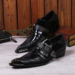 Venta al por mayor de Moda negro Creepers Chaussure Homme hebilla de cuero zapatos de hierro en punta del vestido de boda Oxfords pisos de tobillo botas zapatos de los hombres