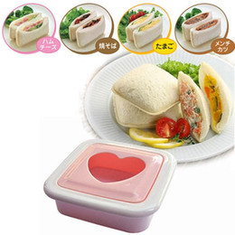 $enCountryForm.capitalKeyWord Canada - Wholesale-3pcs lot DIY Sandwich Mold Cartoon Love Hearts Shapes Cutter Toast Bread Toast Maker Cake Cookie Cutter Kitchen Dessert DIY Tool