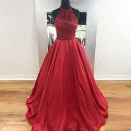 Barato Corpete Halter Vestido-Ball Gown Red Prom Dresses Halter Crystal Beaded Bodice Satin Andar Comprimento Backless Royal Blue Plus Size Prom Dresses