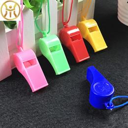 DHL coloré en plastique sport sifflet avec longe mélange couleur enfants enfants école jouets cadeau de noël