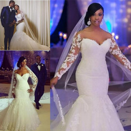 Simple Robe De Sirène De Champagne Pas Cher-African Plus Size Robes de mariée Off The Shoulder Manches longues Appliques en dentelle Robes de mariée fait sur mesure Mermaid Robe de mariée pas cher