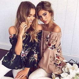 Vêtements Sexy Pas Cher-2017 Summer Hot Printed Floral Tops Sexy Off Shoulder Beach Shirts Slash Neck Flare Ruffles Sleeve Blouse Elegant Party Clothings