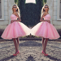 $enCountryForm.capitalKeyWord NZ - Pink Knee-Length Prom Dress Stylish Strapless Beaded Lace Appliques Pretty Cocktail Party Dress Puffy Tulle Short Lovely Evening Gowns