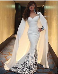 Barato Vestidos De Marfim Decote Querida-2017 New Celebrity Dresses Ivory Mermaid Sweetheart Decote com mangas completas e Cape Middle East Evening Gowns vestidos de fiest 919