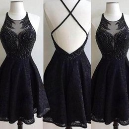 Petit Licorne Pas Cher-2017 Sexy Black Homecoming Robes Sheer Jewel Neck Halter Criss Cross Backless Beading Dentelle Little Black Party Dress Custom Made