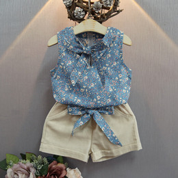 Barato Top De Bebê Sem Mangas-Summer Baby Girls Sets Floral Printed Sleeveless Bow Suspenders T-shirt Tops + Shorts de cor sólida 2pcs Suits Kids Clothes Free Ship 179