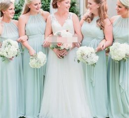 Barato Vestidos De Dama De Honra Ruffle Verde-2017 Elegant Sage Green Chiffon Ruffles Long Vestidos de dama de honra Comprimento do chão Open Back Boho Country Wedding Party Maid of Honor Gowns Forma