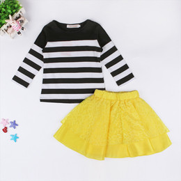 Longue Jupe Noire Enfants Pas Cher-Filles à rayures 2pc sets noir / blanc à rayures T-shirt à manches longues + jupe à lacets jaunes Little Lady Children Clothing for 2-6T
