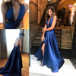 Barato Halter Neck Dress Split-Nave Blue Deep V Neck Prom Dresses Satin Halter Front Split Backless Vestido de noite Sweep Train Cheap Party Dress Girls Homecoming Wear