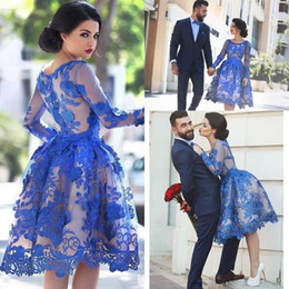 Barato Laço Da Ilusão Do Comprimento Do Joelho-2017 Royal Blue Lace Appliques Illusion mangas compridas Cocktail Party Dress Scoop Neck Knee Length Short Homecoming Prom Ball 2y Gowns Dress