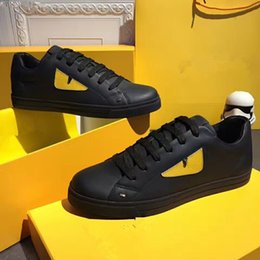 The Latest Fashion 2colors Top Quality Small Monster Eyes Camouflage Panda Style Rivet Set Foot Men Leather Casual Shoes Size Eu38 44