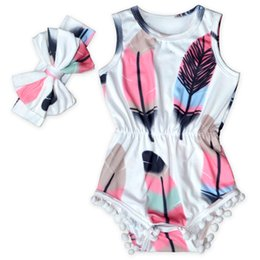 Chinese  Cute Baby Clothes Feather Printed Baby Girls Bodysuit Set Sleeveless Pom Western Girls Clothing Factory Girls Sunsuit with Bow manufacturers