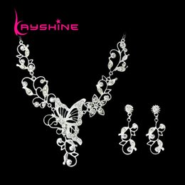 Barato Vestido De Casamento Colar-Bridal Silver Color Jewelry Sets Silver Color Folha Hollow Out Butterfly Necklace e Flower Earrings For Wedding Dress