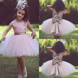 Barato Vestido De Noiva Curto Tutu De Renda-2018 Cute Pink Short Flower Girl Vestidos para Casamento Casal Banquete Sequined Bow Tutu Crew Neck Lace Baby Child Birthday Formal Dresses