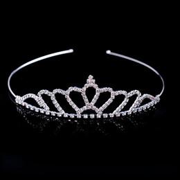 Vendita calda Bella cristallo brillante Tiara nuziale Partito spettacolo placcato argento corona Hairband Accessori da sposa economici 2018 Nuovo Design