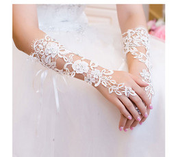 Barato Grossistas Vestidos De Noiva-Frete grátis Lace Wedding Dresses Luvas Applique Wholesales Ivory Beaded Bridal Gloves 2017 Moda New Beautiful Bridal Accessories