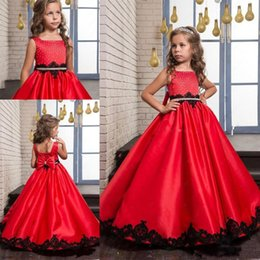 Robe Rouge À Col Carré Pas Cher-Cheap Red Flower Girls Robes Square Neck Beaded Sash Applique Bow Flower Girl Robe Satin A-Line Robe filles pour mariages Robes d'anniversaire