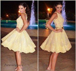 Barato Mais Tamanho Vestido De Cocktail Amarelo-2017 Amarelo Novo estilo árabe Lace Homecoming Vestido A Line Short Juniors Sweet 15 Graduation Cocktail Party Dress Plus Size Custom Made