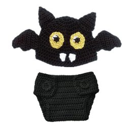 China Newborn Knit Bat Costume,Handmade Crochet Baby Boy Girl Bat Animal Beanie Hat and Diaper Cover Set,Infant Halloween Costume Photo Props suppliers
