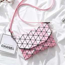 Wholesale 2017 new high-quality Miyake with the same paragraph female package small square bag, creative trend handbag, buckle single shoulder Lingge
