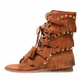 2017 nueva moda de gamuza borla sandalias planas casual punta abierta sandalias de correa para el tobillo para las mujeres de verano sandalias de gladiador de corte en venta