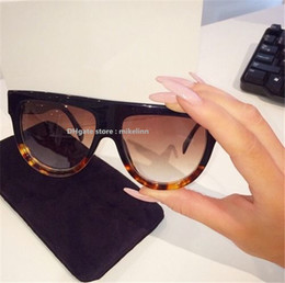 Fahionable Stylish Lady Sunglasses Women glasses famous promotional brand designer luxury high qiality original box sale discount C026 from sunglasses aviator gold mirror suppliers