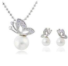 $enCountryForm.capitalKeyWord Australia - Fashion Bride Wedding jewelry Set Alloy crystal Pearl Butterfly Stud Earrings & Necklace New Silver Plated jewelry set