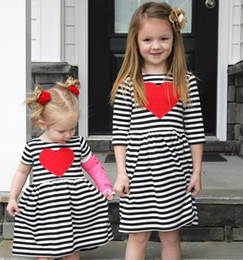 Robes Blanches À Coeur Doux Pas Cher-INS robes pour fille Sœur Twins robe Sweet Heart Noir rayé blanc Long sleeve 2017 Spring Fall 2T 3T 4T 5T 6T