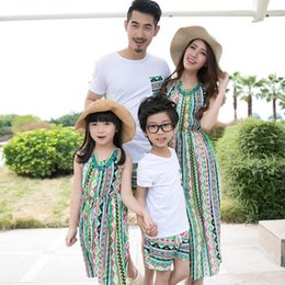 Mom Daughter Set Dress Canada - 2016 Family Matching Outfits Summer Holiday Mom And Daughter Dress Beach Long Dress Father Son Casual T-Shir + Shorts 2Pcs Set