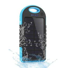 Vente en gros 5000mAh Chargeur solaire et la batterie Panneau solaire banque de puissance portable pour téléphone portable appareil photo portable MP4 avec lampe de poche étanche à l'épreuve des chocs