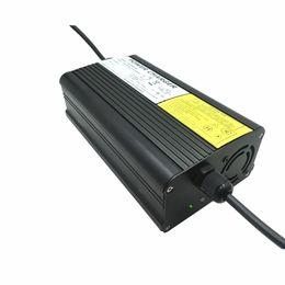 Cargador de batería de litio YZPOWER Auto-Stop 67.2V 4A para 60V Li-Ion Paquete de batería Lipo Cooling con ventilador dentro