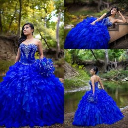 Promo Organza Blue Pas Cher-Gorgeous Royal Blue Quinceanera Robes 2017 Ball Gowns Sweetheart Corset avec des perles Crystal Ruffles Organza Sweety 16 Robes de soirée