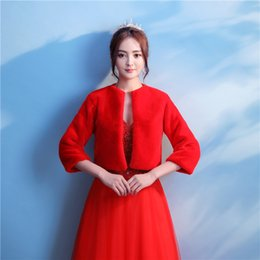 Barato Casaco De Bolero Vermelho-2018 Red Half Sleeve Fur Bridal Wedding Jacket Outono Inverno Warm Faux Fur Bridal Bolero Wedding Shawl Bridal Wraps For Prom Wedding