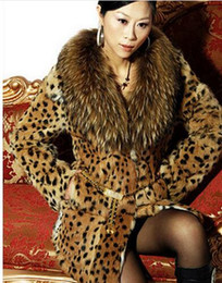 Barato Casaco De Colar De Pele De Leopardo-2017 Moda Marca Leopard Print Fur Coat Mulheres Casual Raccoon Fur Collar Thick Cotton Medium Long Jacket Plus Size Fur