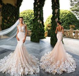Ingrosso Milla Nova 2019 Designer Mermaid Abiti da sposa Illusion Neck Capped Sleeves Abito da sposa Backless con applicazioni di pizzo