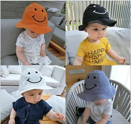 Chapeaux À Godets Pour Enfants En Gros Pas Cher-Vente en gros 10 pièces Unisex Dome Bucket Hats Enfants Enfants Sourire Face Design Coton Fisherman Caps Printemps Eté Sun Protective Hat MZ4803