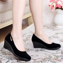 Barato Pano Para Senhora Negra-Black Cloth Slope Heels Shoes para mulheres 2017 Spring New Comfy All Match Tamanho grande 40 Wholesale Cheap Ladies Footwear Female Working Shoe