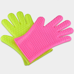 bbq kitchens UK - Heat Holder Gloves Bakeware Prevention Resistance Barbecue Silicone Kitchen Oven Mitts Microwave Resistant Pot Tools BBQ Grilling Cooking