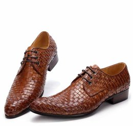 Discount wedding dresses help - 2017 new hand-woven lace-up cowhide men's leather shoes cusp Wedding shoe Single shoes Low help shoes