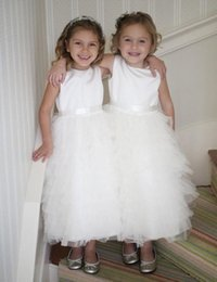 Filles Bouffis Robes À Vendre Pas Cher-Hot Sale Satin Tulle Ruffles Enfants Robes de Mariage Sleevelss White Tiered Puffy Fille Fille Robes avec Sash 2-12 ans
