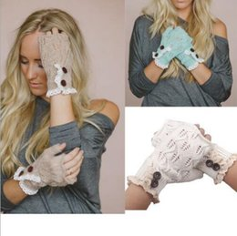 Barato Luvas De Renda Macia-Fashion Winter Knitted Warm Fingerless Luvas Mulheres Lace Button Wrist Soft Mittens 4 Cores Presentes de Natal Mitaine Femme TOP2039Z
