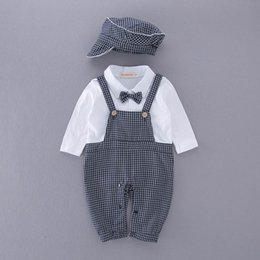 Barato Laço Do Bebê Um-Varejo Spring Autumn Baby Boys Rompers Plaid Bow Tie Long Sleeve One Piece Jumpsuits Overalls + Hat Toddler Clothes E13491